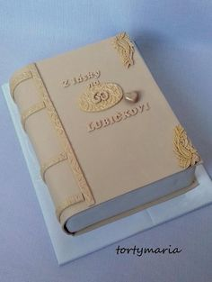 kniha na 60, narodeninové torty | Tortyodmamy.sk Open Book Cakes, Harry Potter Wedding Cakes, Bible Cake, First Communion Cakes, Paris Cakes, Baby Cake Topper, 60th Birthday Cakes, Cakes For Women, Character Cakes