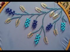 Hand Embroidery Videos, Hand Embroidery Flowers, Hand Work Embroidery, Embroidery Flowers Pattern, Flower Embroidery Designs, Bead Embroidery Jewelry, Beaded Embroidery, Motifs Perler, Embroidery Stitches Tutorial