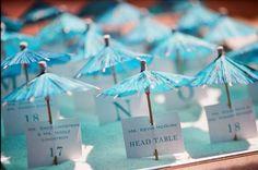 Parasolletjes naast de borden #topidee