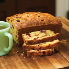 Festive and fruity. Try this Orange Cranberry Loaf! Orange Cranberry Loaf, Cranberry Bread, Jus D'orange, Quick Bread, Winter Food, Sweet Bread, Favorite Recipes, Treats, Baking