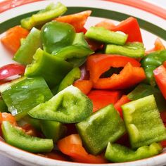 2 Calories: Bell Pepper    How much? 1 slice, raw    Burn, baby, burn! Studies shows these fiery little peppers can help you torch fat faster. Plus, the folate and vitamin B6 found in these flavor-filled vegetables can reduce swelling in arteries, helping to reduce your risk of heart disease.
