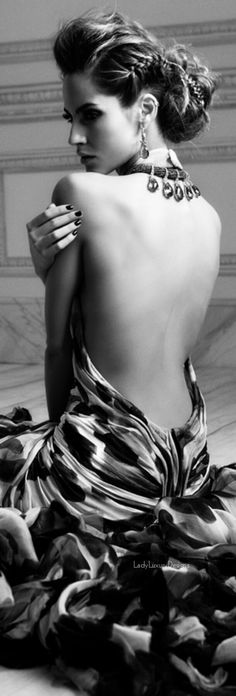 Black White Photos, Black And White Photography, Glamour, Woman Back, Classy And Fabulous, White Fashion, Romans, Fashion Photography, Vintage Photography