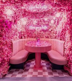 Pretty Pink Places in London You Will Want to Visit Interior Plants, Interior Design, Bar Interior, Peggy Porschen Cakes, Pink Cafe, Tout Rose, Café Bar, London Places, Everything Pink