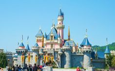 .13 Dirty Tricks to Save Money at Disneyland:          Going to Disneyland isn't cheap by any means. Currently, one-day tickets range from $95 to $119 — and that's just to walk through the gate. When you crunch the numbers on all the spending that's involved, including food, hotel and airfare, it costs from $500 to $1,000 per person, per day, to visit Disneyland, according to Huffington Post.