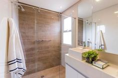 banheiro madeira Alcove, Sweet Home, Bathtub, Interior Design, Bathroom, Beige Bathroom, Small Shower Room, Restroom Decoration, Bathroom Pictures