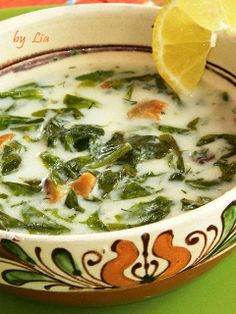 supa de salata verde Soup Recipes, Cooking Recipes, Healthy Recipes, Romanian Food, Romanian Recipes, My Favorite Food, Favorite Recipes, Mets, Soul Food