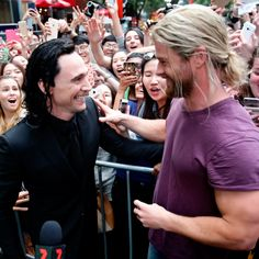Tom Hiddleston and Chris Hemsworth on the set of Thor: Ragnarok in Brisbane, Australia on August 23, 2016. Source: Torrilla. Click here for full resolution: http://ww4.sinaimg.cn/large/6e14d388gw1f754alzagjj23po2j0kjl.jpg