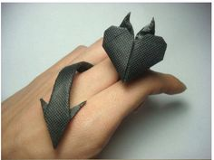 Origami Devil Heart Ring DIY Diy And Crafts, Crafts For Kids, Arts And Crafts, Paper Crafts, Origami Folding, Diy Origami, Origami And Quilling, Origami Heart, Diy Rings