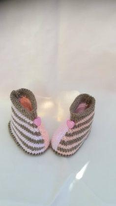 Chaussons bébé laine trois couleurs taille 0/3 mois boutons