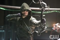 """Arrow -- """"The Man Under the Hood""""-- Pictured: Stephen Amell as The Arrow -- Photo: Diyah Pera/The CW"""