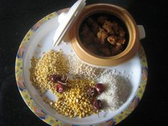 Kunukku: Kunukku is easy-to-make, and needs no accompaniments. The raw rice makes it crisp outside and the dals provide a soft bite. This is made during Navarathri to break the monotony of sundal.