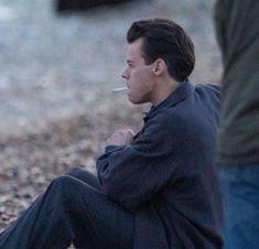 Harry Styles Update, Harry Styles Pictures, Harry Styles Smoking, Beautiful Boys, Pretty Boys, Beautiful People, I Love Him, My Love, Johny Depp