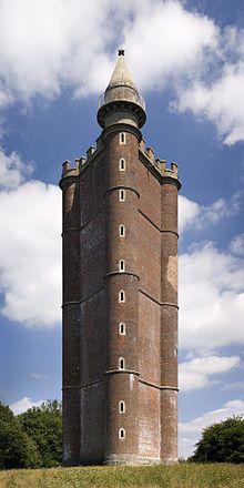 La tour du roi Alfred est une tour située dans la paroisse de Brewham, Somerset, dans le sud-ouest de l'Angleterre, construite sur le domaine de Stourhead. Elle fut achevée en 1772 et mesure 49 mètres de hauteur.