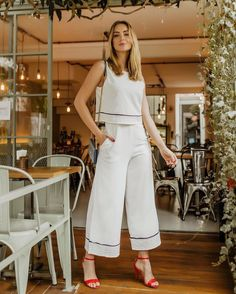 ▷ 47+ Outfits Casuales para que Luzcas Guapa y a la Moda (2019) Classy Outfits, Casual Outfits, Hijab Fashion, Fashion Outfits, Vetement Fashion, Pants For Women, Clothes For Women, Indian Designer Outfits, Office Looks