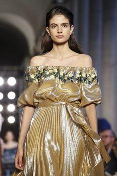 Vivetta Ready To Wear Spring Summer 2018 Milan Live Fashion, Fashion Show, Runway Fashion, Latest Fashion, Vivetta, Spring Summer 2018, Milan, Ready To Wear, Strapless Dress