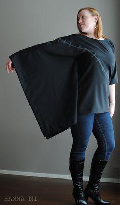 Paita käsinkirjotulla kuviolla. Shirt with hand embroidery.