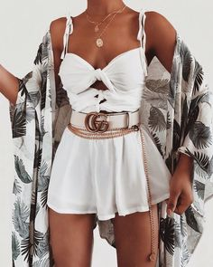 Which details making summer outfits cool and stylish? How can you look more fancy while just wearing a basic denim short or a white mini skirt? White Summer Outfits, Best Casual Outfits, Swag Outfits, Girly Outfits, Mode Outfits, Stylish Outfits, Fashion Outfits, Outfits Spring, Short Outfits