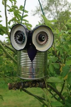 How To Make A Recycled Tin Can Owl • Craft Invaders Aluminum Can Crafts, Tin Can Crafts, Owl Crafts, Metal Crafts, Garden Owl, Garden Crafts, Yard Art Crafts, Garden Projects, Recycled Tin Cans