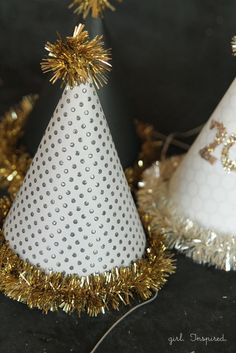 New Year's Eve Hats - free template and easy instructions from @girlinspired | DIY Party Hat