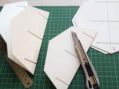 Le Paper Globe – a DIY paper terrestrial globe Sliceform, Globe, Kids Studio, Diy Origami, Paper Toys, Paper Decorations, Ballpoint Pen, Diy Paper, Paper Cutting