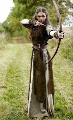 - - Medieval Dress Models 2019 Gender:WomenSleeve Length(cm):FullSilhouette:StraightDresses Artistic Modeling and Fine Art . Medieval Archer, Medieval Fantasy, Medieval Girl, Medieval Princess, Simple Medieval Dress, Renaissance Costume, Medieval Costume, Elven Costume, Viking Costume