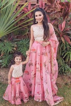 Mom Daughter Matching Outfits, Mommy Daughter Dresses, Mom And Baby Dresses, Kids Party Wear Dresses, Mother Daughter Fashion, Girls Dresses Sewing, Frocks For Girls, Dresses Kids Girl, Indian Dresses For Kids