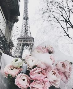 Uploaded by Ivy. Find images and videos about flowers, paris and eiffel tower on We Heart It - the app to get lost in what you love. Flor Iphone Wallpaper, Aesthetic Iphone Wallpaper, Flower Wallpaper, Aesthetic Wallpapers, Wallpaper Backgrounds, I Love Paris, Paris Photography, Photography Flowers, Jolie Photo