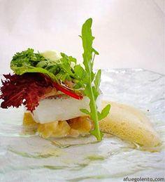 Perfecto de bacalao con capuccina de erizos y noddles de oreja de cerdo ibérico