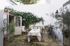 Ambiance maison de vacances pour ce patio à l'Île de Ré