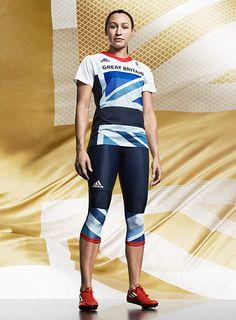 Stella McCartney & Adidas diseñan los uniformes de Inglaterra para las Olimpiadas.
