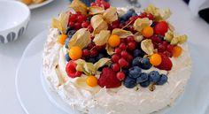 Pavlova – den perfekte festkaken Pavlova, Cake, Desserts, Food, Tailgate Desserts, Deserts, Kuchen, Essen, Postres