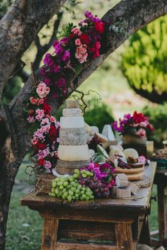 dessert table with cheese cake - photo by Pedro Bellido http://ruffledblog.com/andalusian-garden-wedding-editorial #weddingideas #desserttable