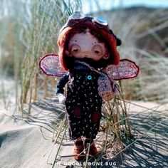 Niko a one of a kind little steampunk sand doodle dune bug Dee Day, Pixie Ears, Bug Art, Little Doodles, Jute Bags, Creative Gifts, Dune, Puppets, Sea Shells