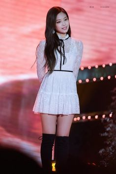 Your source of news on YG's current biggest girl group, BLACKPINK! Korean Fashion Ulzzang, Korean Fashion Winter, Korean Fashion Casual, Kim Jennie, Blackpink Fashion, Fashion Outfits, Rapper, Kim Jisoo, Stage Outfits
