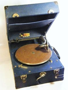 Other Antiques & Collectables - Vintage Gallotone model 220 portable gramophone - very good working condition - as per photo for sale in Cape Town Photos For Sale, Cape Town, Conditioner, Antiques, Model, Vintage, Decor, Antiquities, Antique