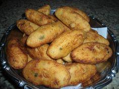 O Bolinho de Mandioca Recheado com Queijo e Presuntoé delicioso, fácil de fazer e perfeito para o lanche da sua família. Se desejar, você pode acrescentar