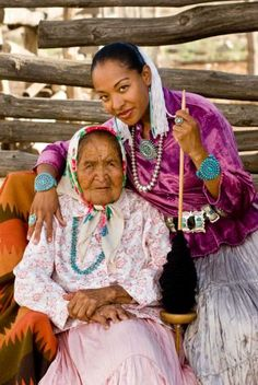 Afro Native American Radmilla Cody (right) with her full blooded Navajo grandmother who raised her in the Navajo Nation, speaking only in Navajo. Native American Beauty, Native American Photos, Native American History, Native American Indians, American Art, American Quotes, American Symbols, American Fashion, Black Indians
