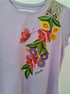 Pintura en tela: CAMISETA T Shirt Painting, Fabric Painting, Hand Embroidery, Embroidery Designs, Watercolor Flowers Tutorial, Toilet Paper Crafts, Hand Painted Dress, Fabric Paint Designs, Stylish Dresses For Girls