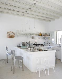 Let me take you to Serifos, one of the Cycladic islands where we'll enjoy the stunning Greek summer house of interior designer Paola Navone. Style At Home, Kitchen Interior, Kitchen Design, Cuisines Design, Scandinavian Home, Home Fashion, Interior Inspiration, Design Inspiration, Home Kitchens