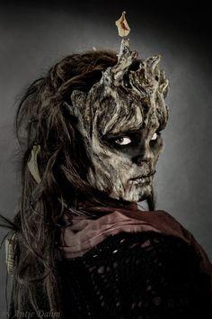 Baumkrone  Modell: Melinda Milos Fotografie/Makeup/Hair Design: Antje Dahm Maskenbild Design