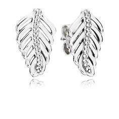 Completing PANDORA's popular feather series, these stylised feather stud earrings have a chic look and are perfectly suited to daily wear. #PANDORAearrings