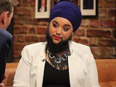 Modelo bate recorde de mulher mais jovem a ter barba completa