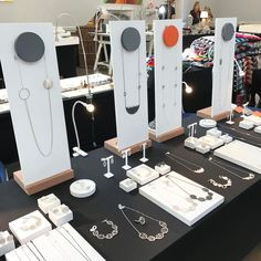 "28 Me gusta, 5 comentarios - Tracy Wilson (@tracywjewellery) en Instagram: ""All set up in Bloomsbury.  Hoping for a busy day. #madebloomsbury #lifeofajeweller #silver…"""