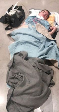 #El aeropuerto de Londres dejó a un niño argentino tendido en el piso - LaCapital.com.ar: LaCapital.com.ar El aeropuerto de Londres dejó a…