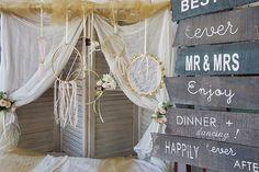 Ρομαντικός Γάμος με Χρυσές και Λευκές αποχρώσεις και Glam διάθεση. Διαβάστε όλο το άρθρο πως να διοργανώσεις τον απόλυτο Glam Γάμο πατώντας στην εικόνα.  #weddingideas #diywedding #diyweddingideas #glamwedding #weddingcenterpieces #goldwhitewedding #elegantweddingdecor #elegantweddingdecoration #elegantcenterpiecce #goldcenterpiece #weddingtrends #weddinginspiration #goldwedding #γαμος #διακοσμησηγαμου #γαμος2020 #wedding2020 #barkasgr #barkas #afoibarka #μπαρκας #αφοιμπαρκα #imaginecreategr Diy Wedding, Wreaths, Elegant, Home Decor, Classy, Decoration Home, Door Wreaths, Room Decor, Deco Mesh Wreaths