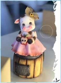 Polymer Clay Crafts, Diy Clay, Cow Ornaments, Biscuits, Diy And Crafts, Crafts For Kids, Clay Jar, Cow Decor, Disney Princess Drawings