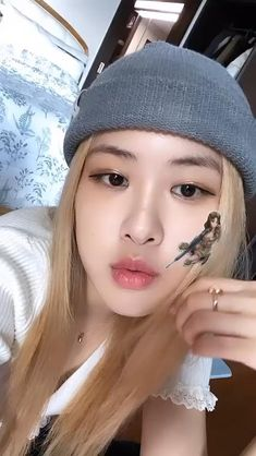 Discovered by 𝓂𝒶𝓃𝒹𝓎. Find images and videos about kpop, rose and blackpink on We Heart It - the app to get lost in what you love.