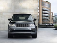 jaguar land rover unveiled the new and impressive 2018 range rover SVAutobiography at the 2017 LA auto show. Range Rover Sport, Range Rover Sv, The New Range Rover, Land Rovers, Supercars, Top 10 Luxury Cars, Ranger, Sv Autobiography, Jaguar Land Rover
