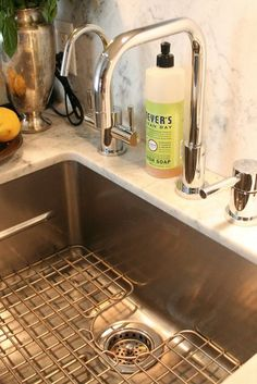 6 Things You Need to Know About Undermount Kitchen Sinks Thinking about renovating your kitchen? If so, then our Sink Spotlight series will help you. Up today: undermount sinks. Ceramic Kitchen Sinks, Best Kitchen Faucets, Farmhouse Sink Kitchen, New Kitchen, Kitchen Ideas, Kitchen Designs, Kitchen Backslash, Kitchen 2016, Kitchen Floors