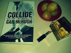 Collide to romans przesycony namiętnością. Każda strona pachnie pożądaniem. Fabuła książki wciąga nas i aż do ostatniej strony nie pozwala nam się oderwać.